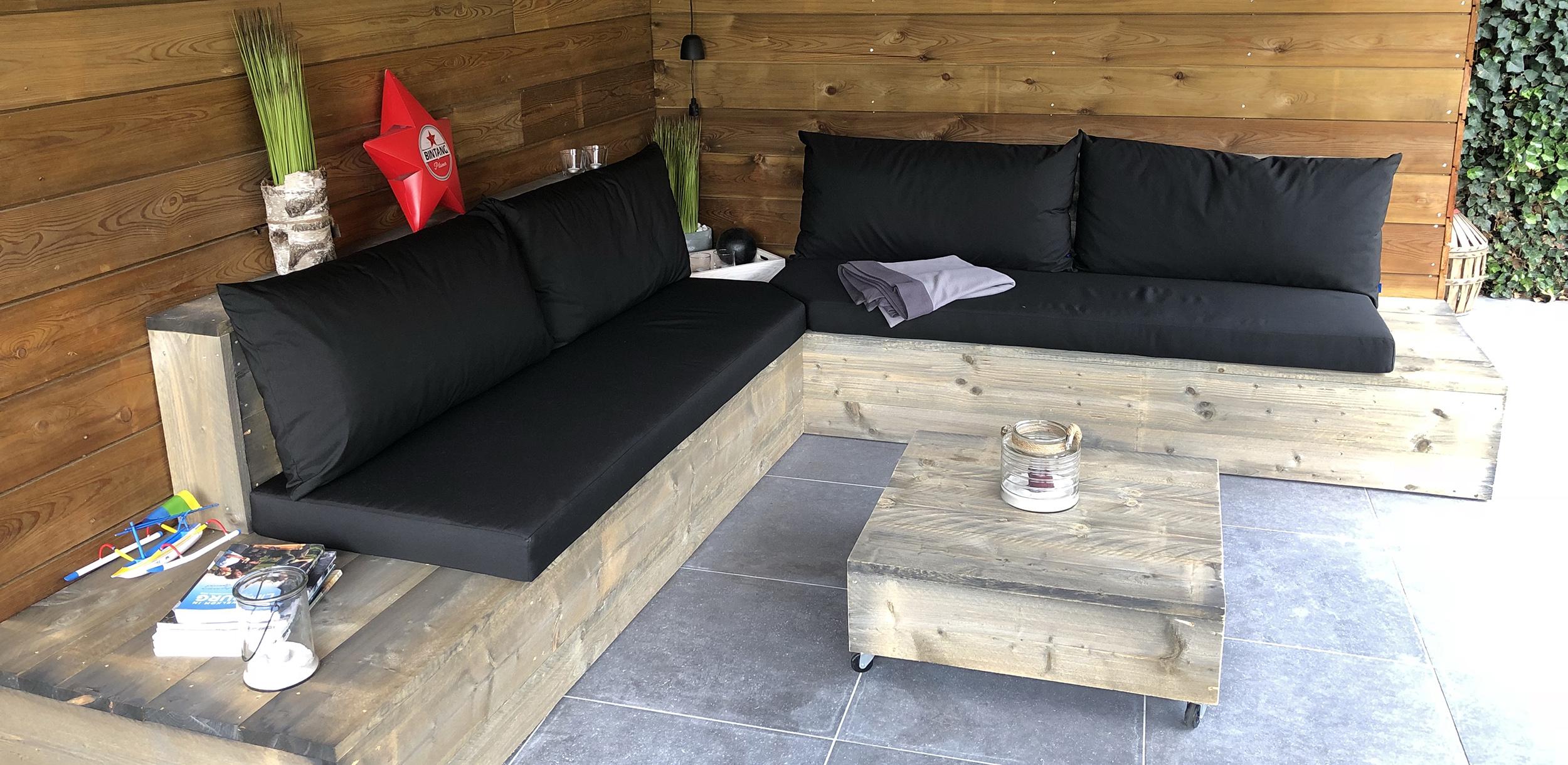 zwarte kussens loungebank