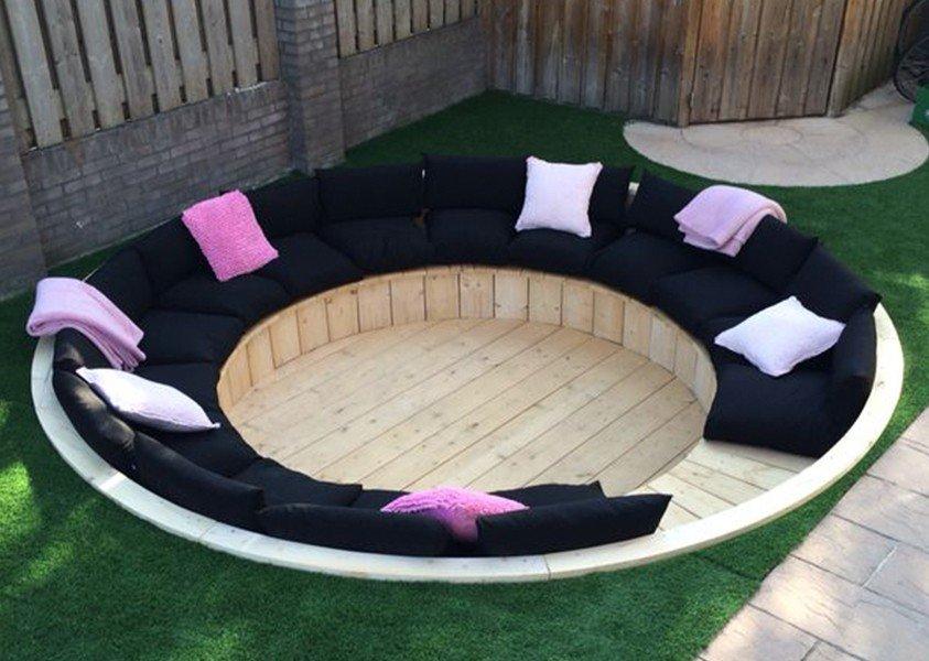 Kussens op trampoline plek